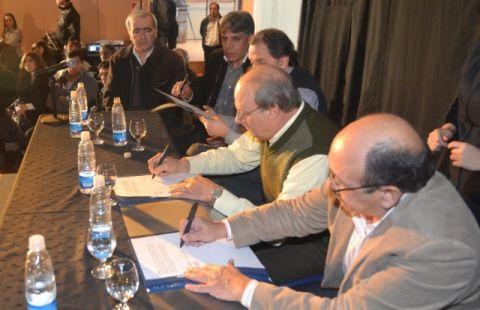300 contratados municipales pasan a planta transitoria
